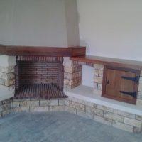 Chimenea rústica con mueble de Chimeneas Molina